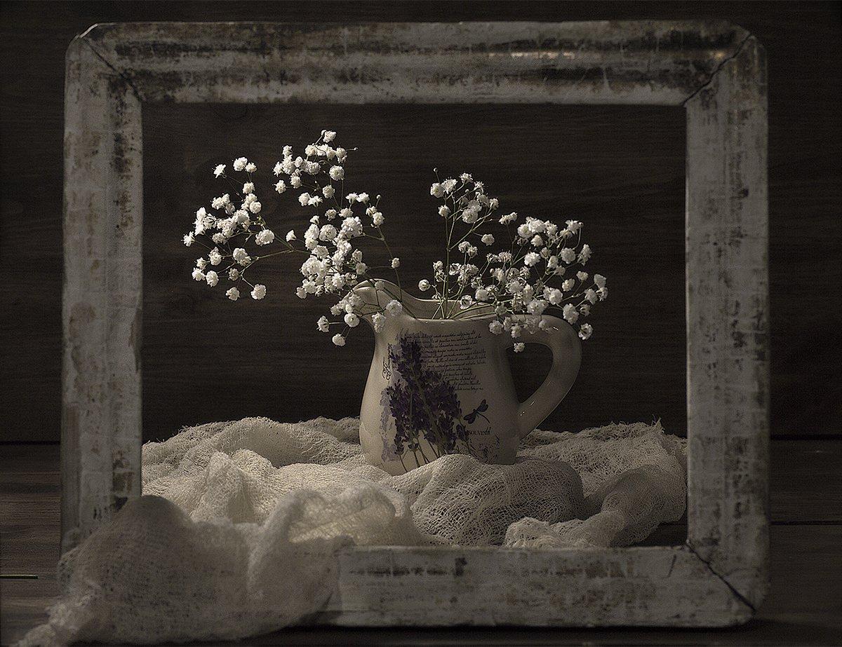 натюрморт, деревянная рамка, кувшин,белые цветы, винтажная рамка, деревянный фон, рамка для картин, винтаж, цветы, деревянный стол, Наталья Бочкарева
