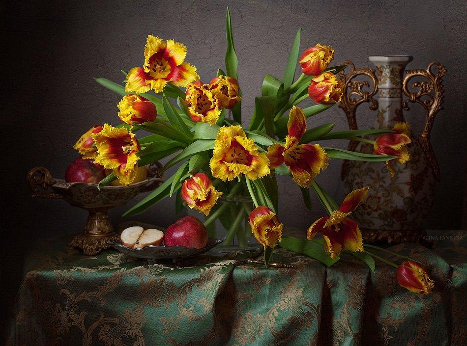 still life, натюрморт, фотонатюрморт, цветы, тюльпаны, свет, фрукты, яблоки, ваза, алина ланкина, Алина Ланкина
