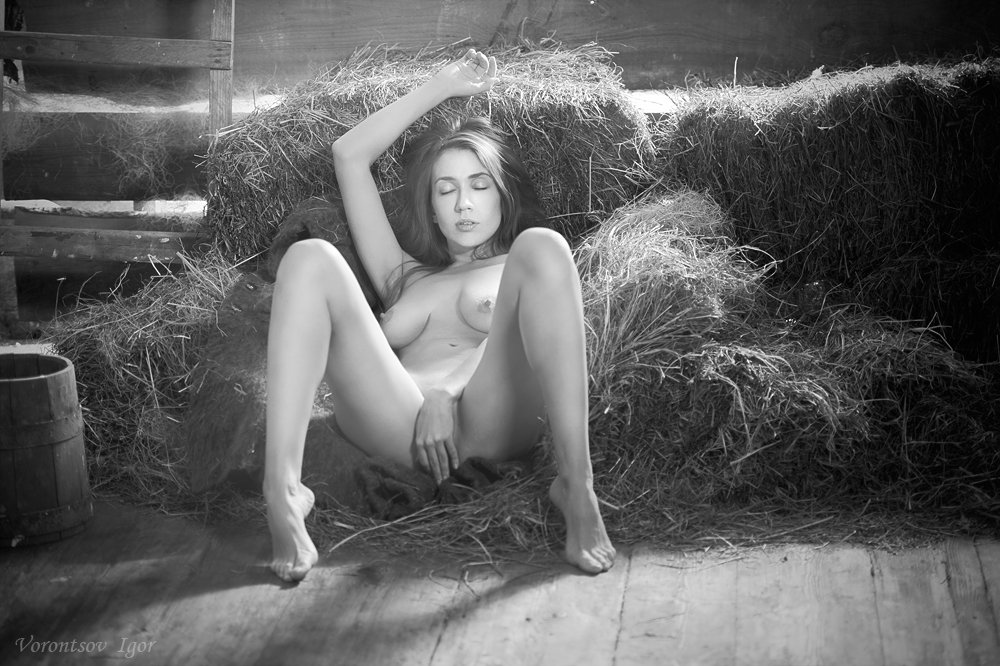 девушка, ню, сеновал, обнажённая, голая, Воронцов Игорь