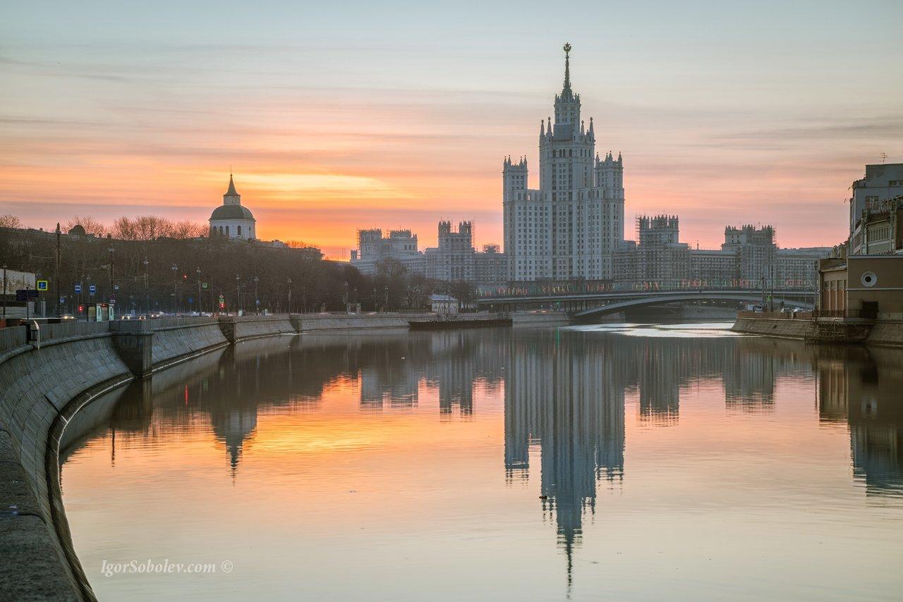 москва, высотка на котельнической, дом на котельнической, утро, рассвет, отражение, Соболев Игорь