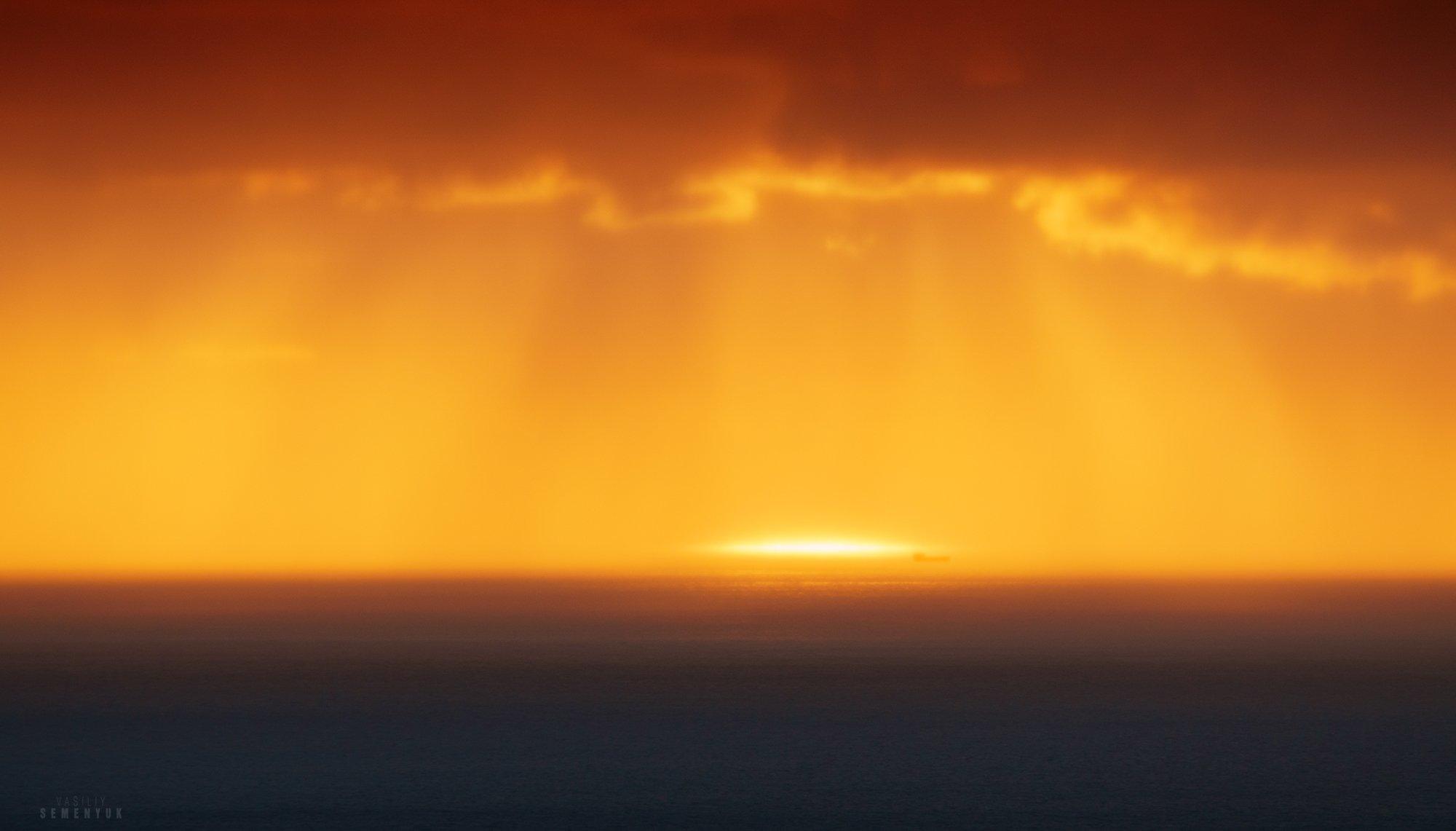 чёрное море, облака, солнечный луч, свет, настроение, танкер, судно., Семенюк Василий