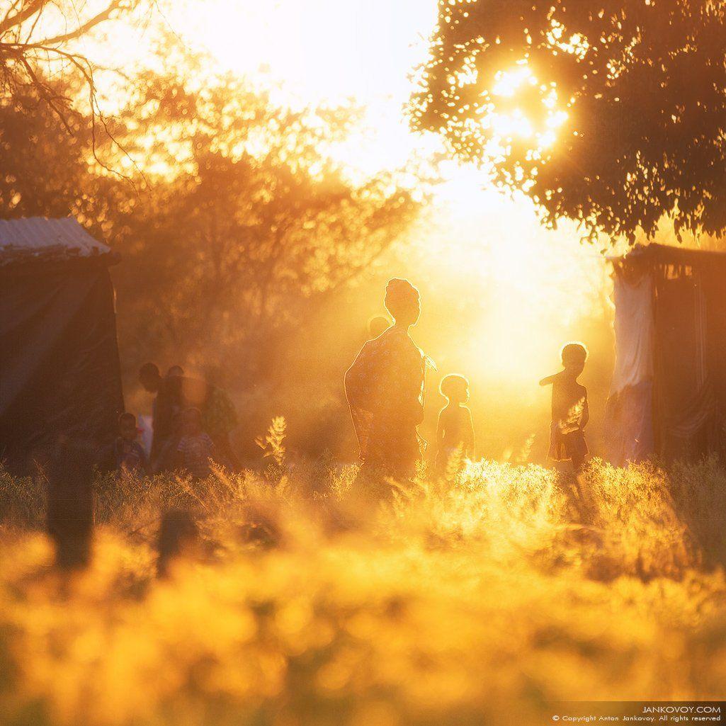 бушмен, сан, намибия, африка, племя, деревня, вечер, закат,  сонква, масарва, басарва, куа, саан, свет, лучи, солнце, поле,   bushmen, saan, san, namibia, tribe, africa, tribe, evening, sunset, sun, ray, field, village, Антон Янковой (www.photo-travel.com)