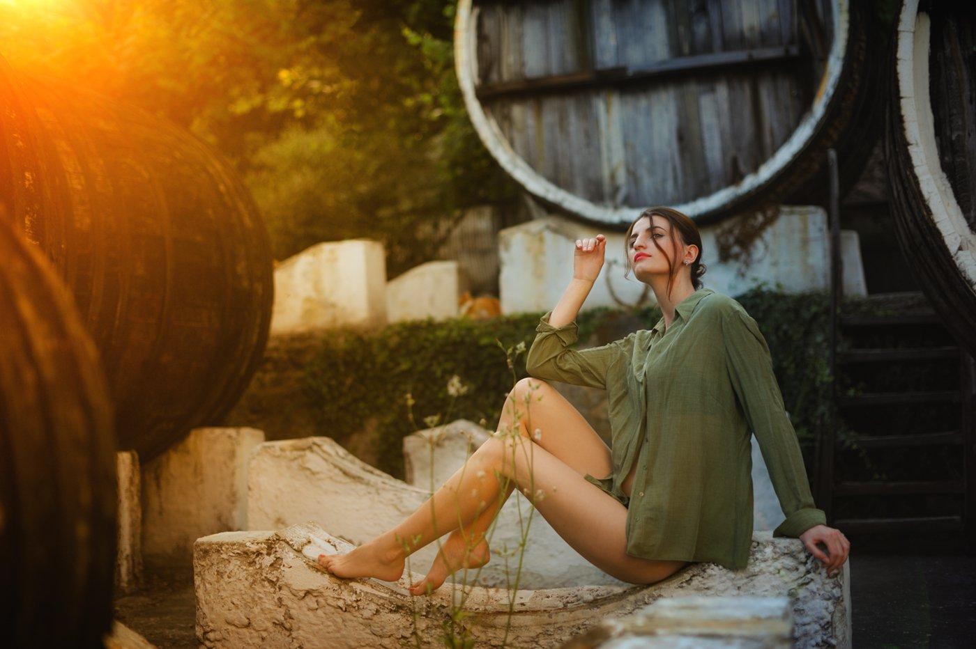 девушка, модель, вино, бочки, двор, Вьюшкин Игорь
