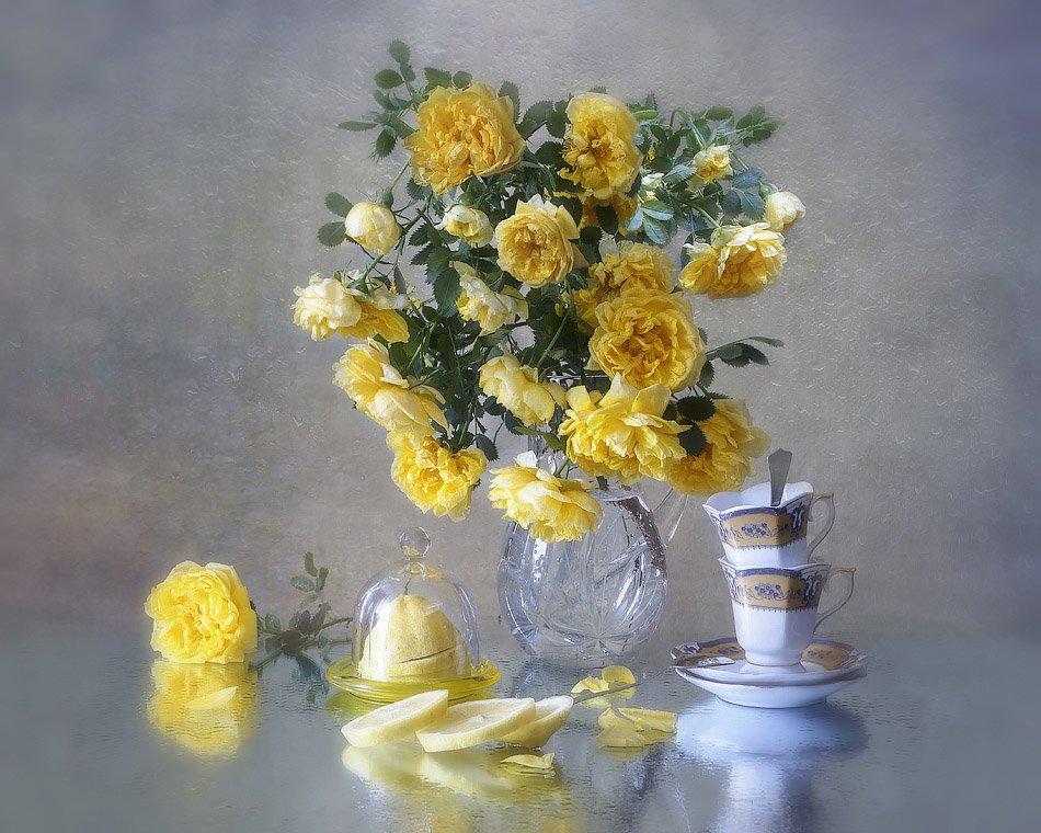 натюрморт, лето, капли дождя, стекло, букет роз, желтые розы, чайная посуда, лимон, Ирина Приходько