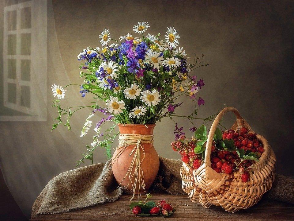 натюрморт, лето, урожай, лесные цветы, лесная клубника, корзина, букет, Ирина Приходько