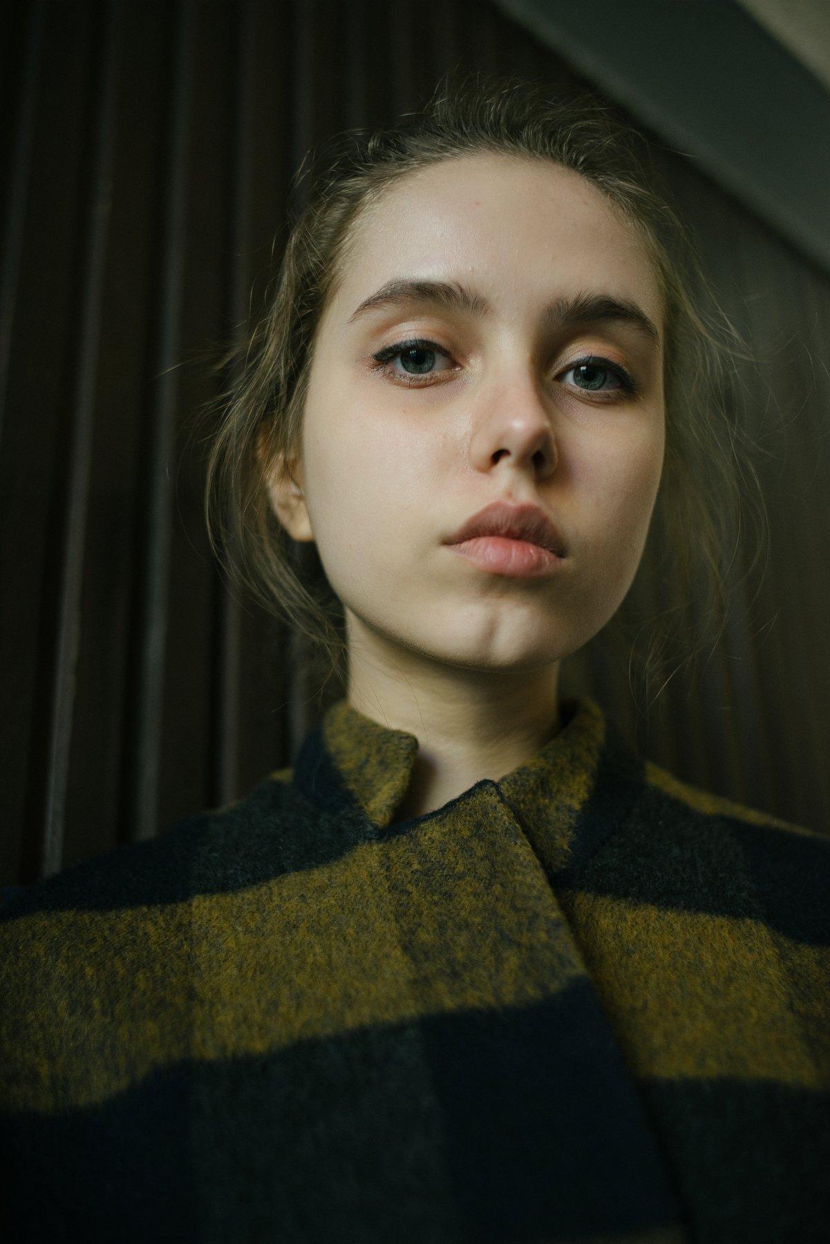 девушка портрет линии композиция взгляд свет объём 35мм цифра , Иванов Юрий
