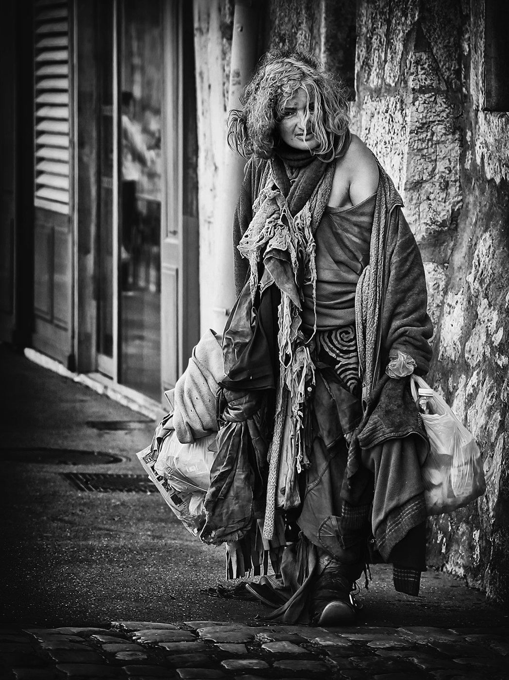 бомж, улица, лохмотья, женщина, оборванка, бедность, брошенность, укор, Alla Sokolova