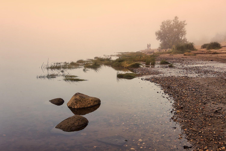 осень утро река туман берег камни рыбаки, Вера Ра