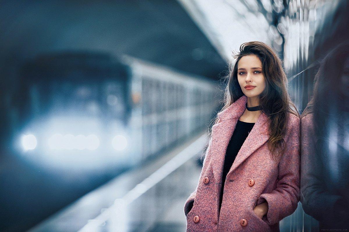 портрет, девушка, метро, станция, тоннель, архитектура, геометрия, цвета, Пантелеев Алексей