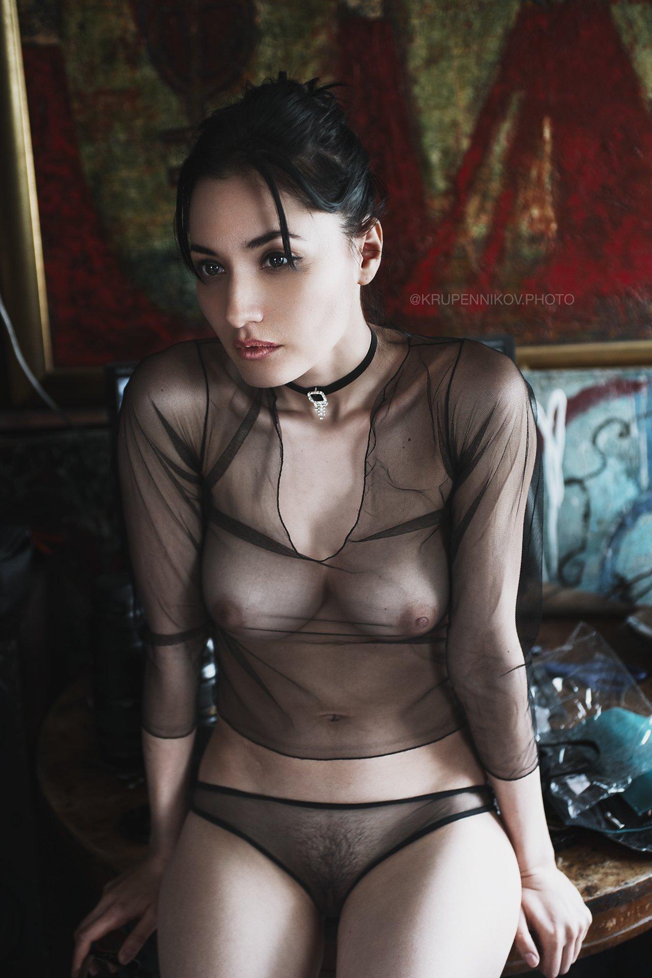 девушка, ню, арт ню, картина, золото, прозрачная блузка, чокер, нижнее белье, Петр Крупенников