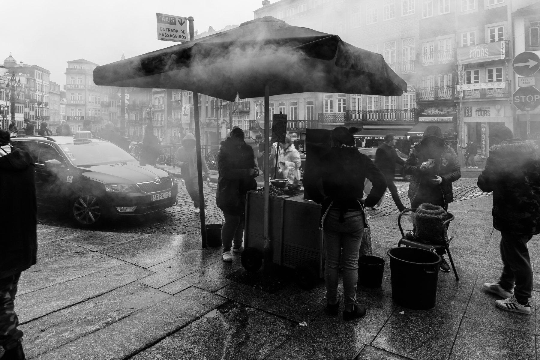 street, bnw, sellers, oporto, smoke, winter,, Antonio Bernardino