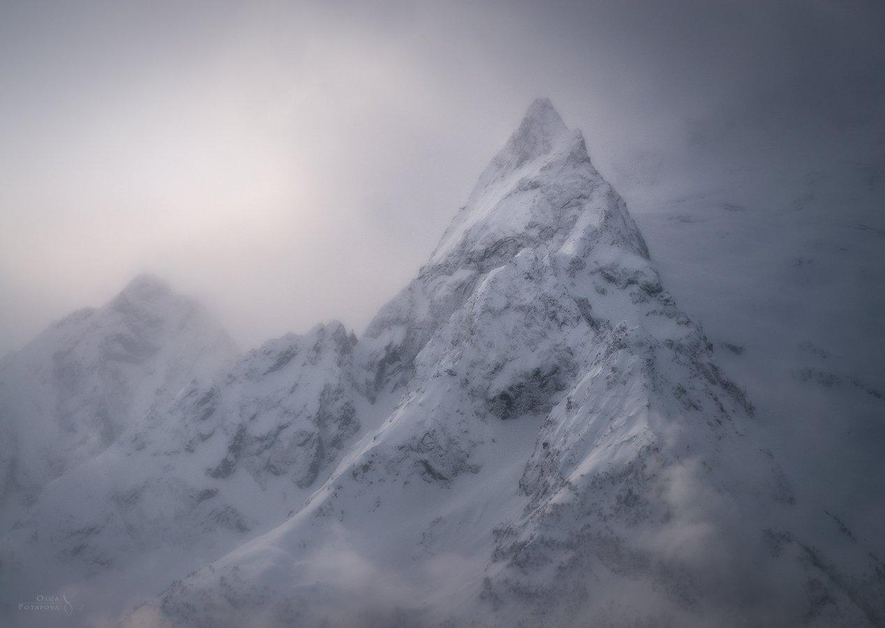инэ, домбай, кавказ, горы, снег, зима, облака, дымка, кчр, Ольга Потапова