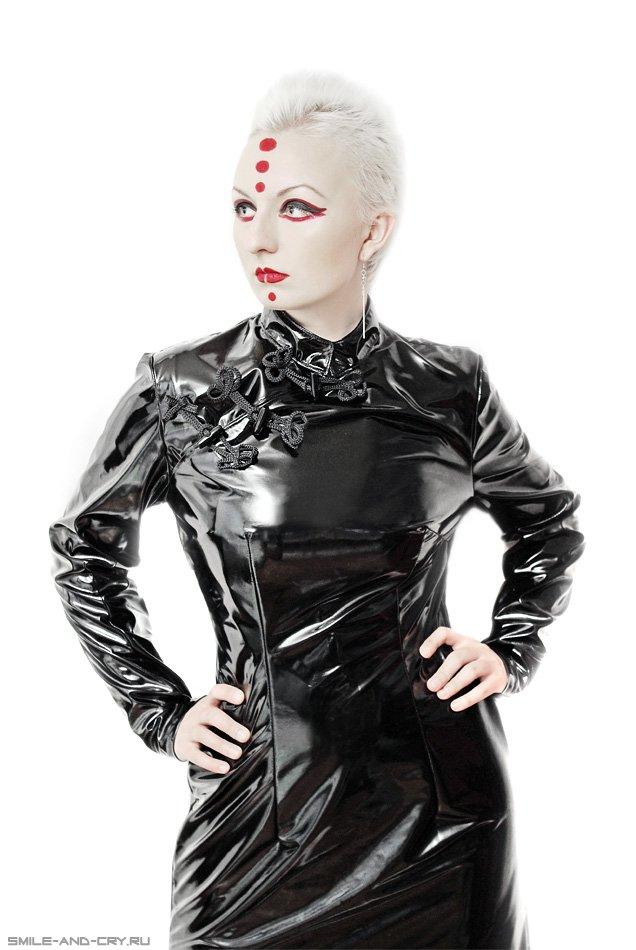 винил, агна деви, пвх, лак, лаковая одежда, платье в восточном стиле, макияж, фейс арт, фетиш модель, фетиш модель и дизайнер фетиш одежды Агна Деви (FetishModel.ru)
