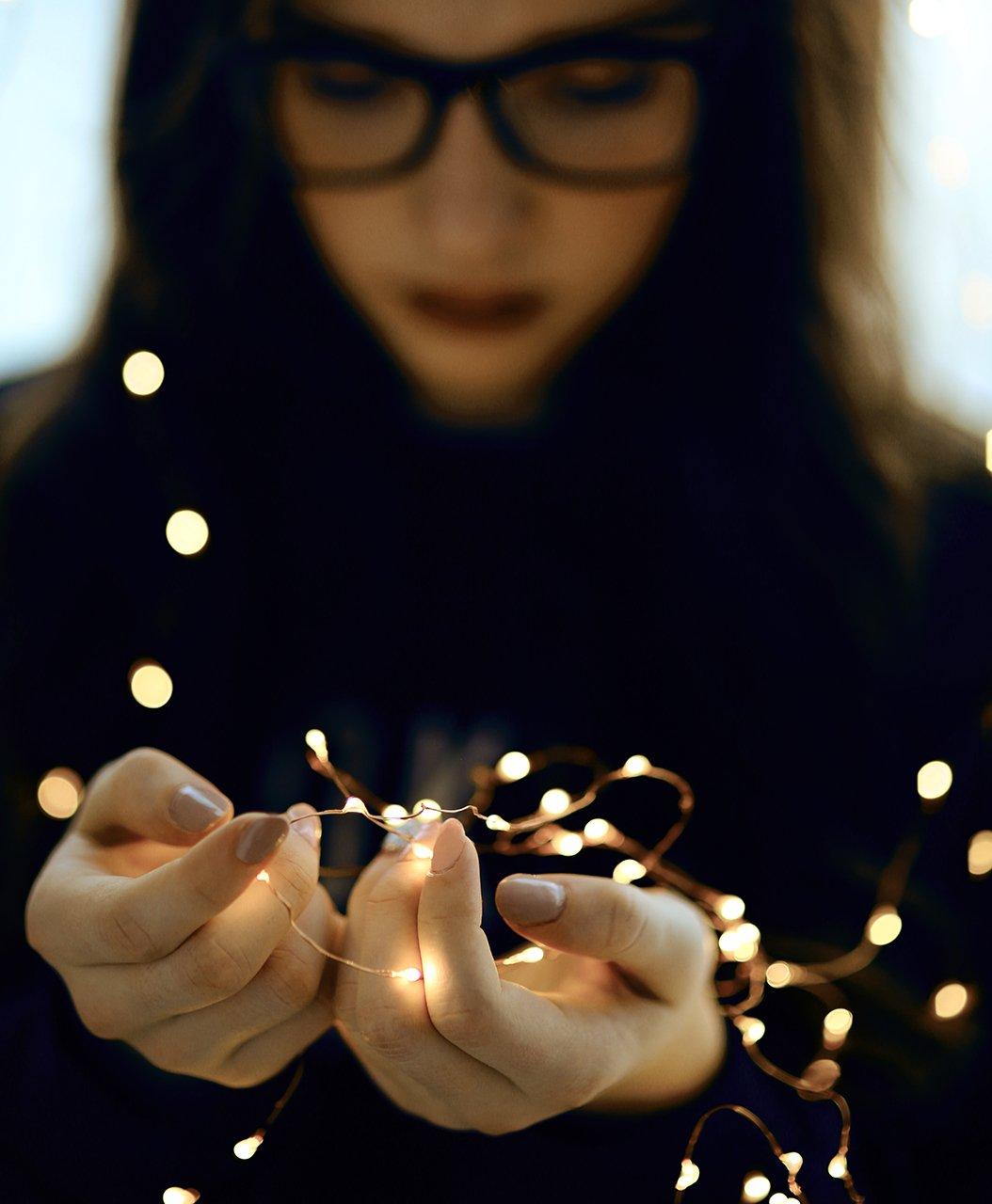 руки, огоньки, фонарики, очки, мода, Комарова Дарья