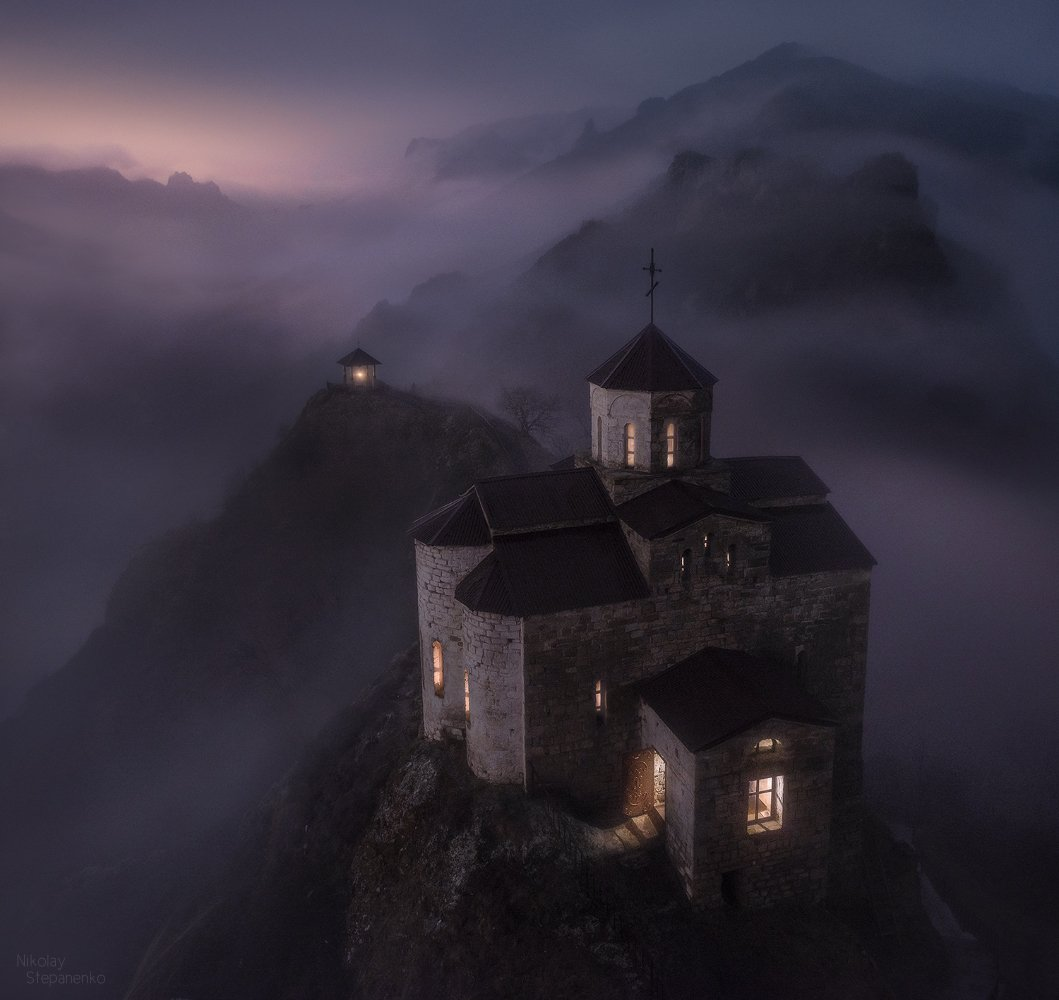шоанинский храм, георгий победоносец, кавказ, карачаево-черкессия, туман, скала, горы, Николай Степаненко