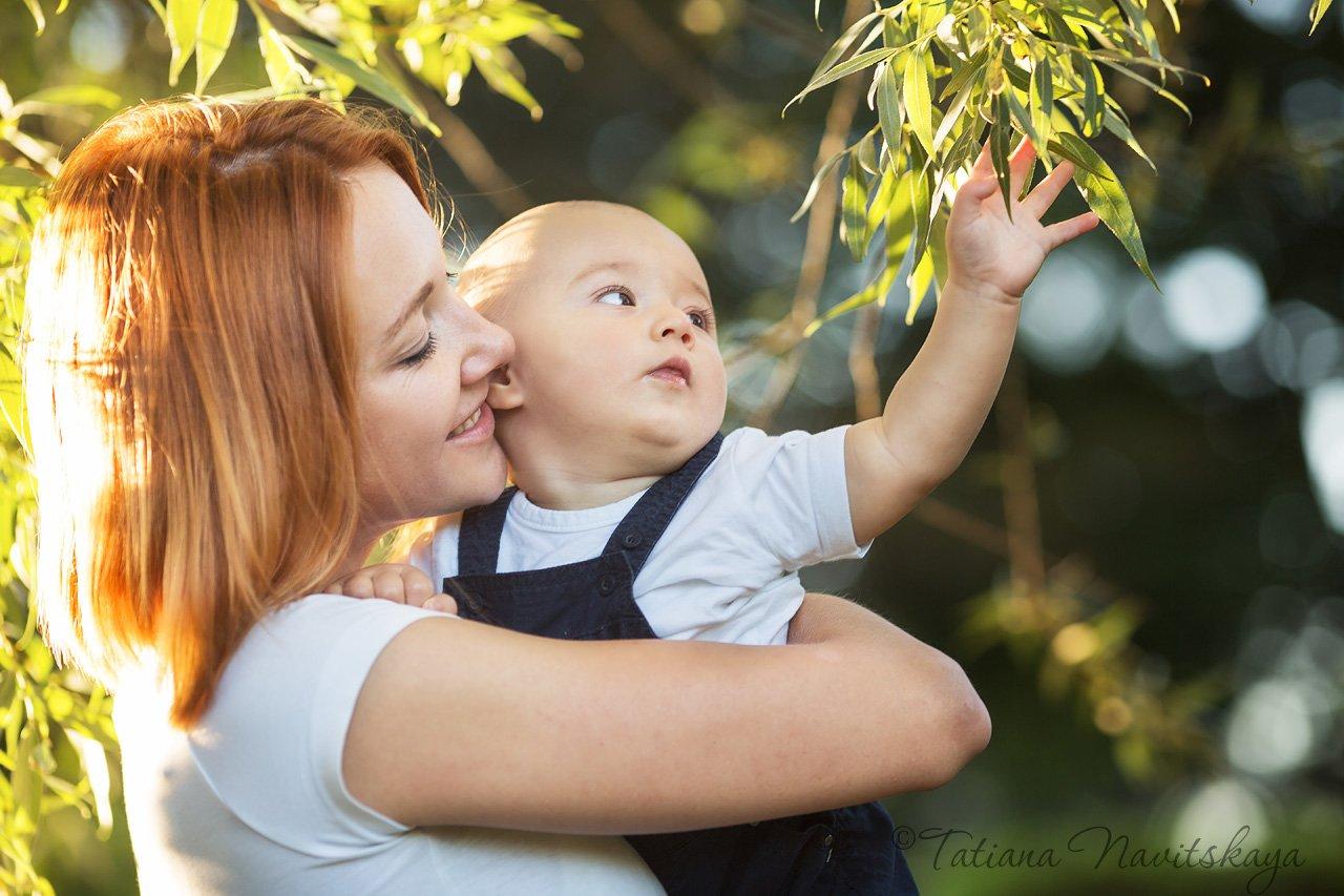 мама, ребенок, сын, мальчик, забота, мамина любовь, счастье, вместе, лето, солнце, ветки, трава, Новицкая Татьяна