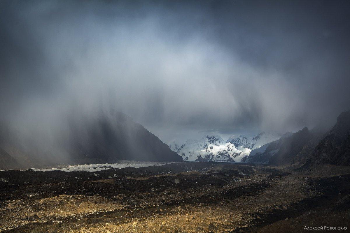 Киргизия,лето, ледник, горы, дождь, облака, Иныльчек,, Алексей Ретюнских