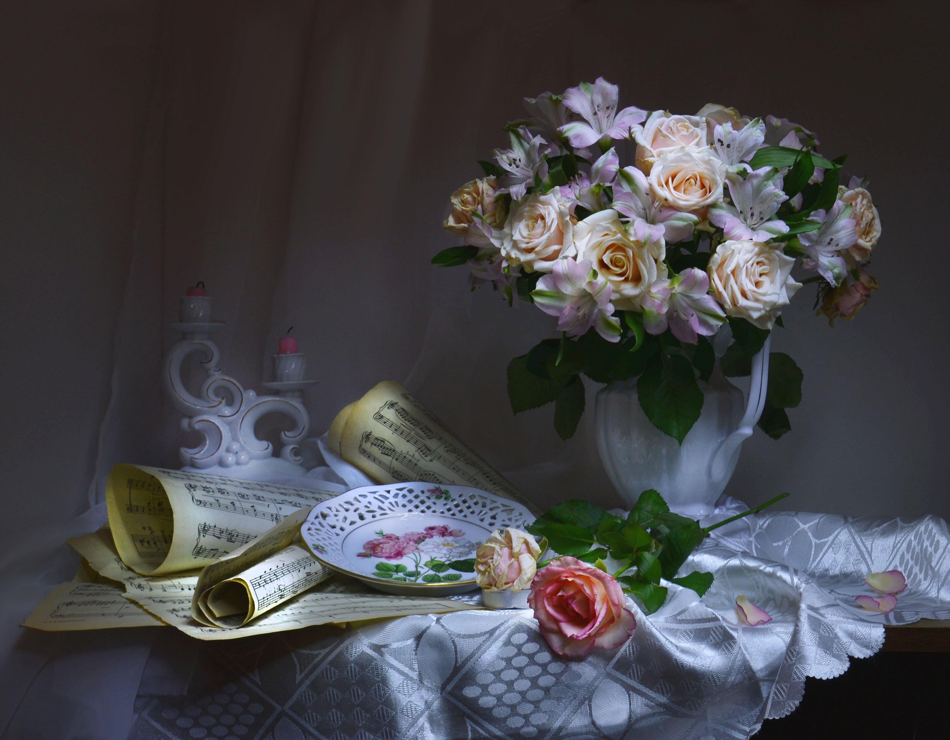 still life,натюрморт, ноты, подсвечник, розы, романс, световая кисть, свечи, фарфор, фото натюрморт, цветы, январь, Колова Валентина