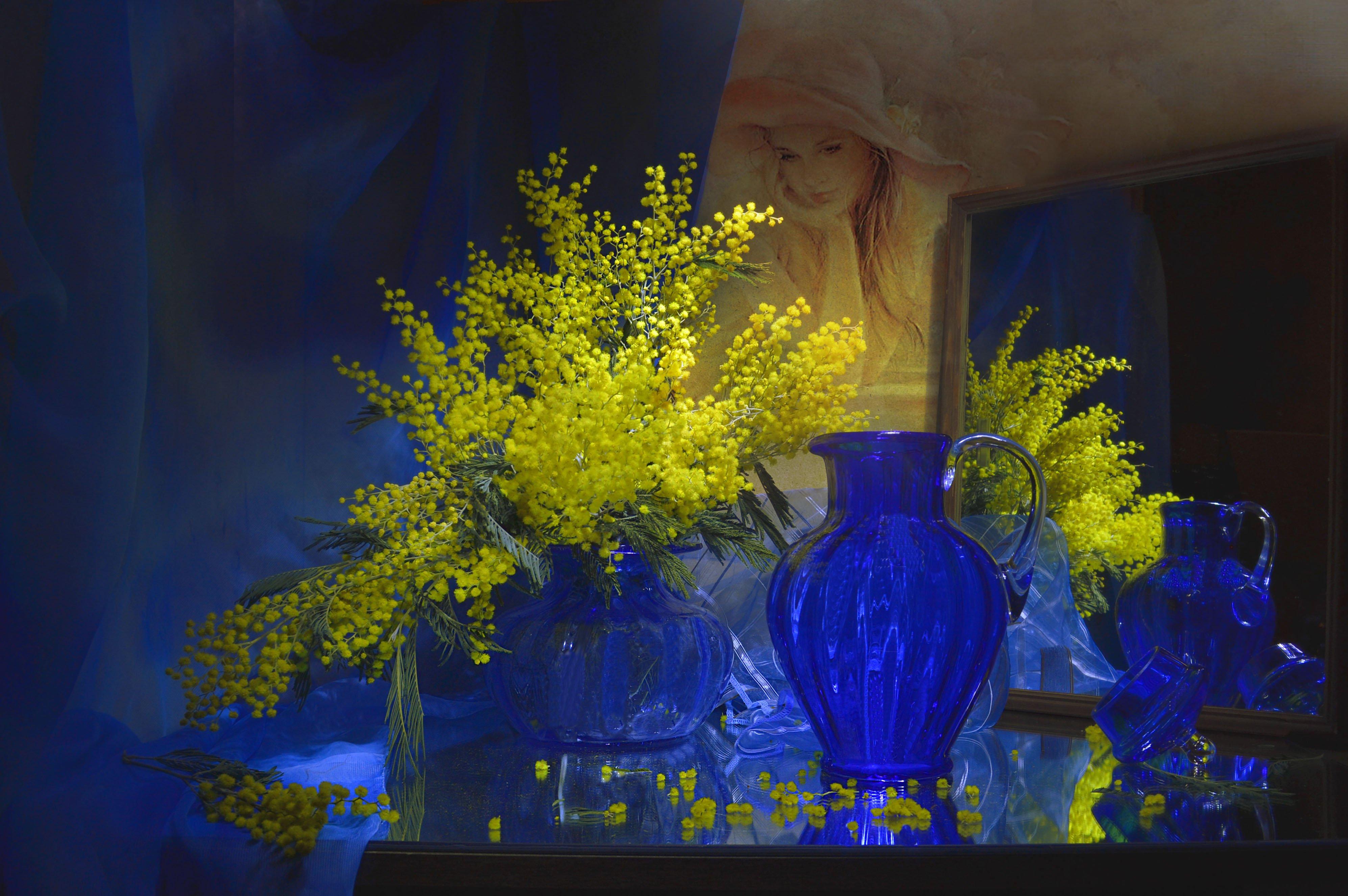 still life,натюрморт, весна, зеркало, кувшин, март, мимоза, отражение, синяя ваза, фото натюрморт, цветы, Колова Валентина