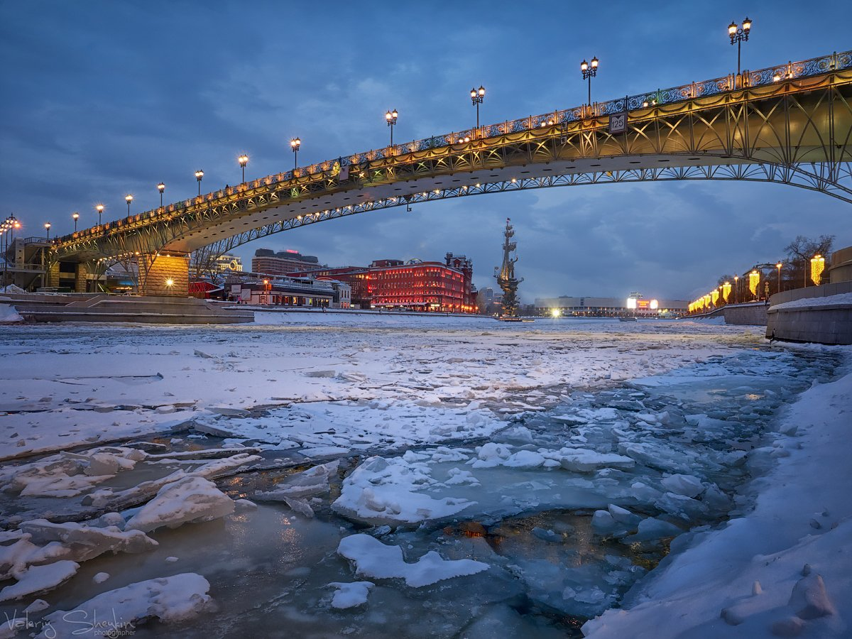мост,река ледоход,патриарший мост,вечер,огни, Валерий Шейкин