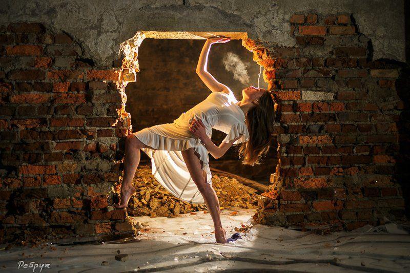 женщины, люди, танцовщица,  танцы, лицо, пар, исполнители, молодой персонаж, занятия спортом, экшн, образ жизни, этничность,  художник, в помещении, искусство, подвал, лед, Павел Ребрук
