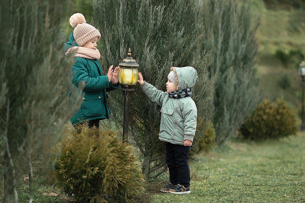 прогулка, фотосессия, детский и семейный фотограф, весна, малыш, мальчики, братья, солнышко, улыбка, радость, эмоции, счастье, восторг, Францева Ольга