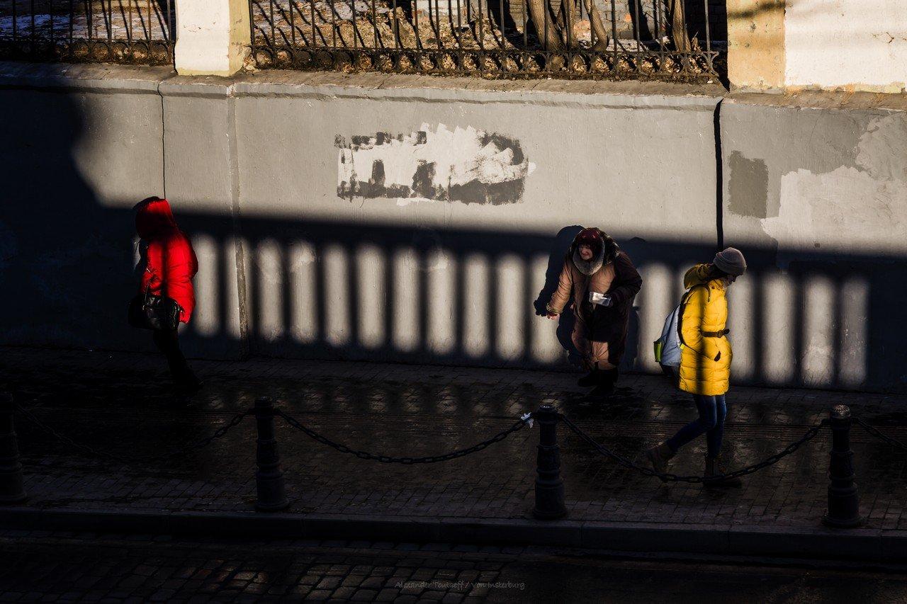 Люди, город, улица, жанр, свет, тени, утро, цвет, красный, желтый, , АлександрТутаев