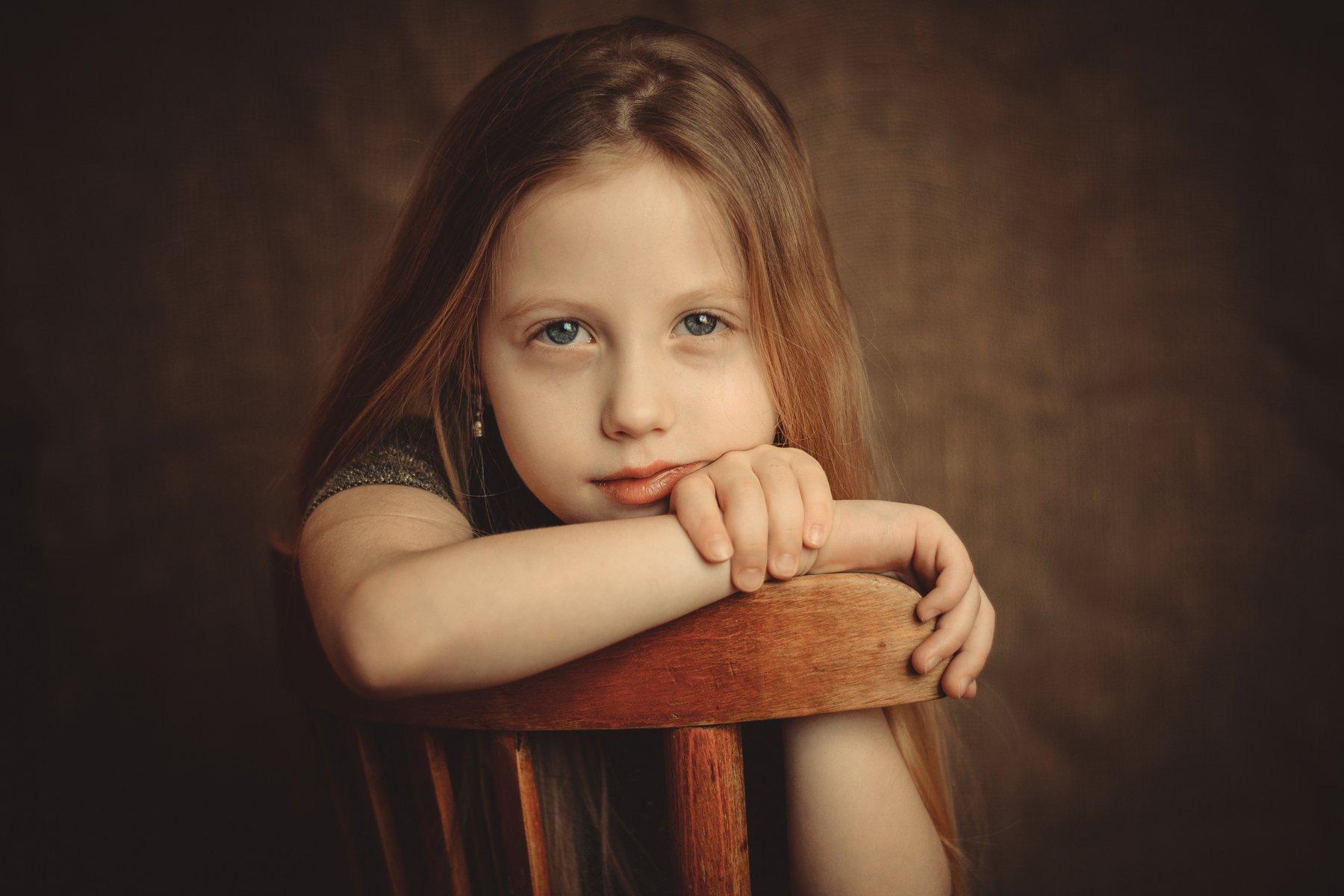 девочка, взгляд, ребенок, студия, руки, стул, волосы, лицо, тепло, комната, Игорь Сидорук