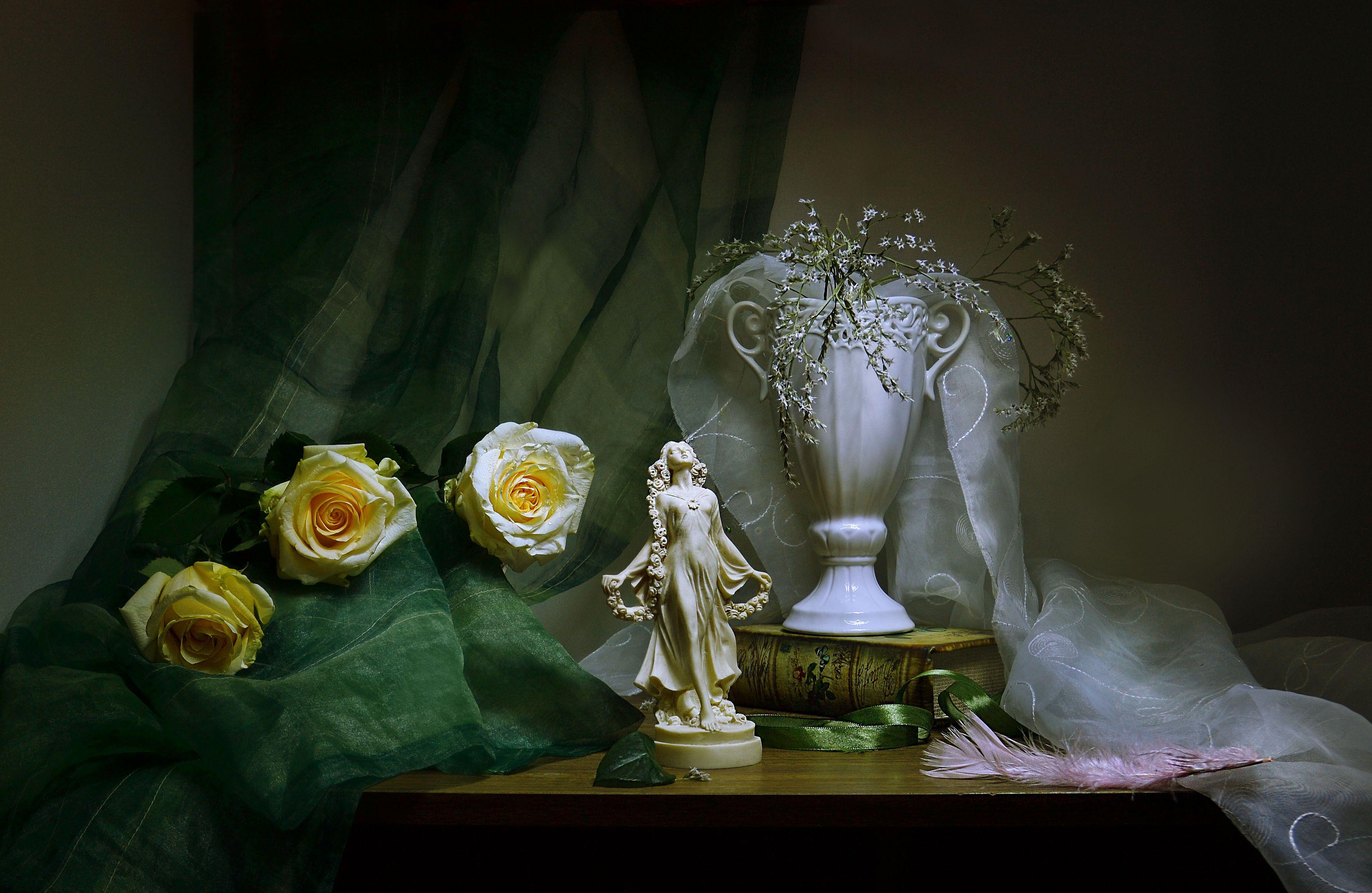 still life, натюрморт ,ваза, драпировка, зима, настроение, пёрышко, розы, статуэтка, стихи, фарфор, февраль, фото натюрморт, цветы, Колова Валентина