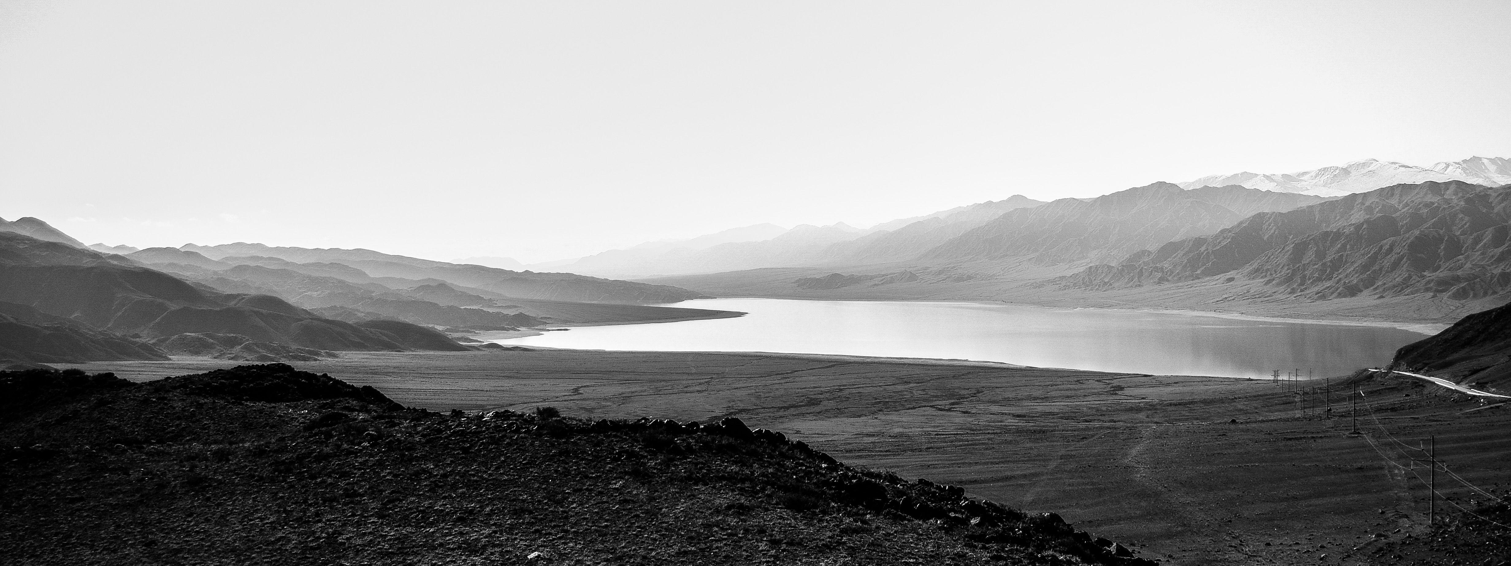 горы, природа, пейзаж, черно-белое, водохранилище, озеро, вода, Василий