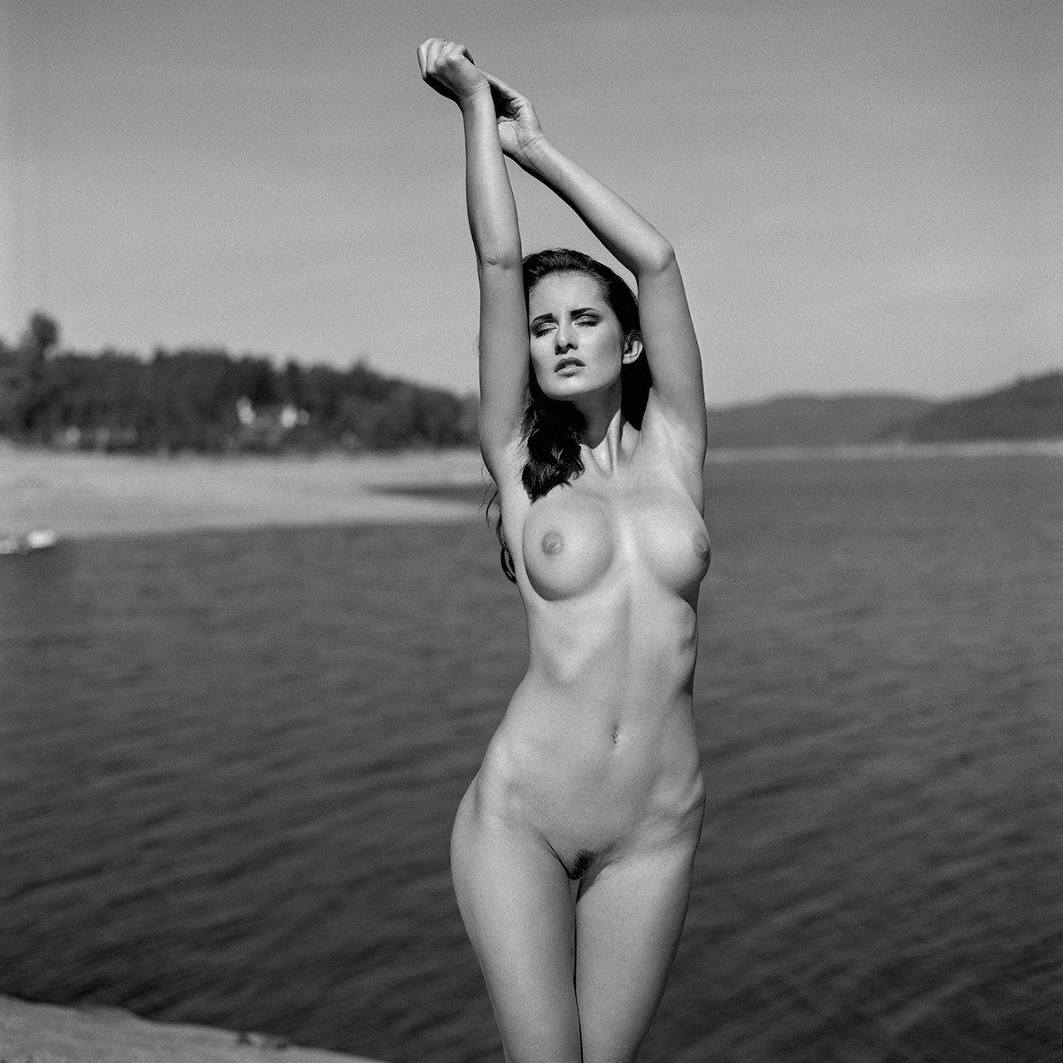 akt, nude, analog, women, hasselblad, ninoveron, fineart, bw, 6x6,, NinoVeron