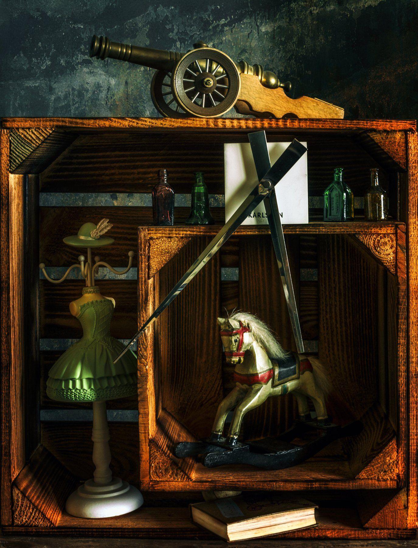 still life, натюрморт, книга, винтаж, ретро, часы, стрелки, бутылка, бутылочки, пушка, игрушка, лошадка, фигурка, вешалка, ящик, коробка, Михаил MSH