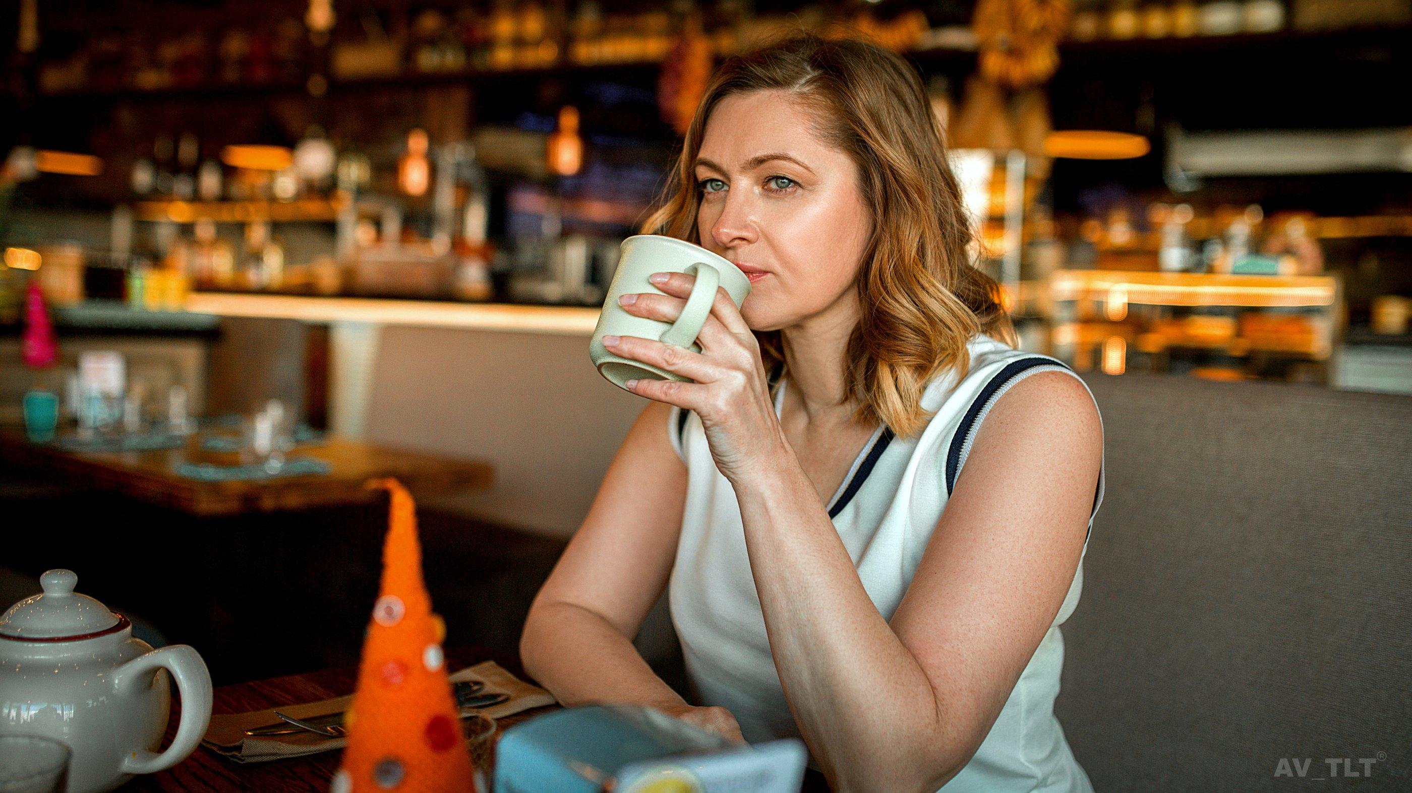 портрет, ресторан, чашка кофе, женщина, женский портрет, Сухарь Александр