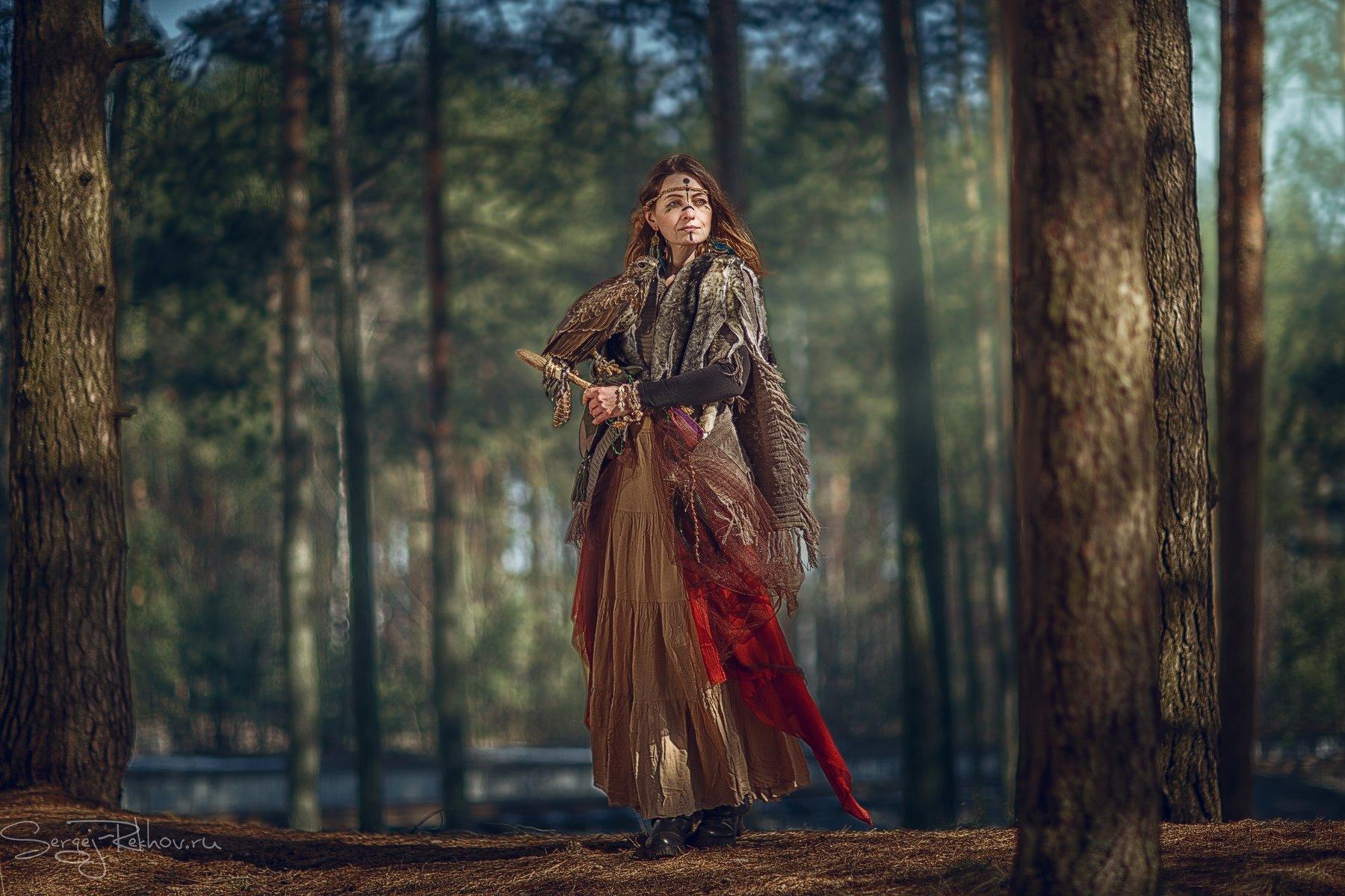 девушка, модель, лес, птица, канюк, солнечно, rekhov, Сергей Рехов