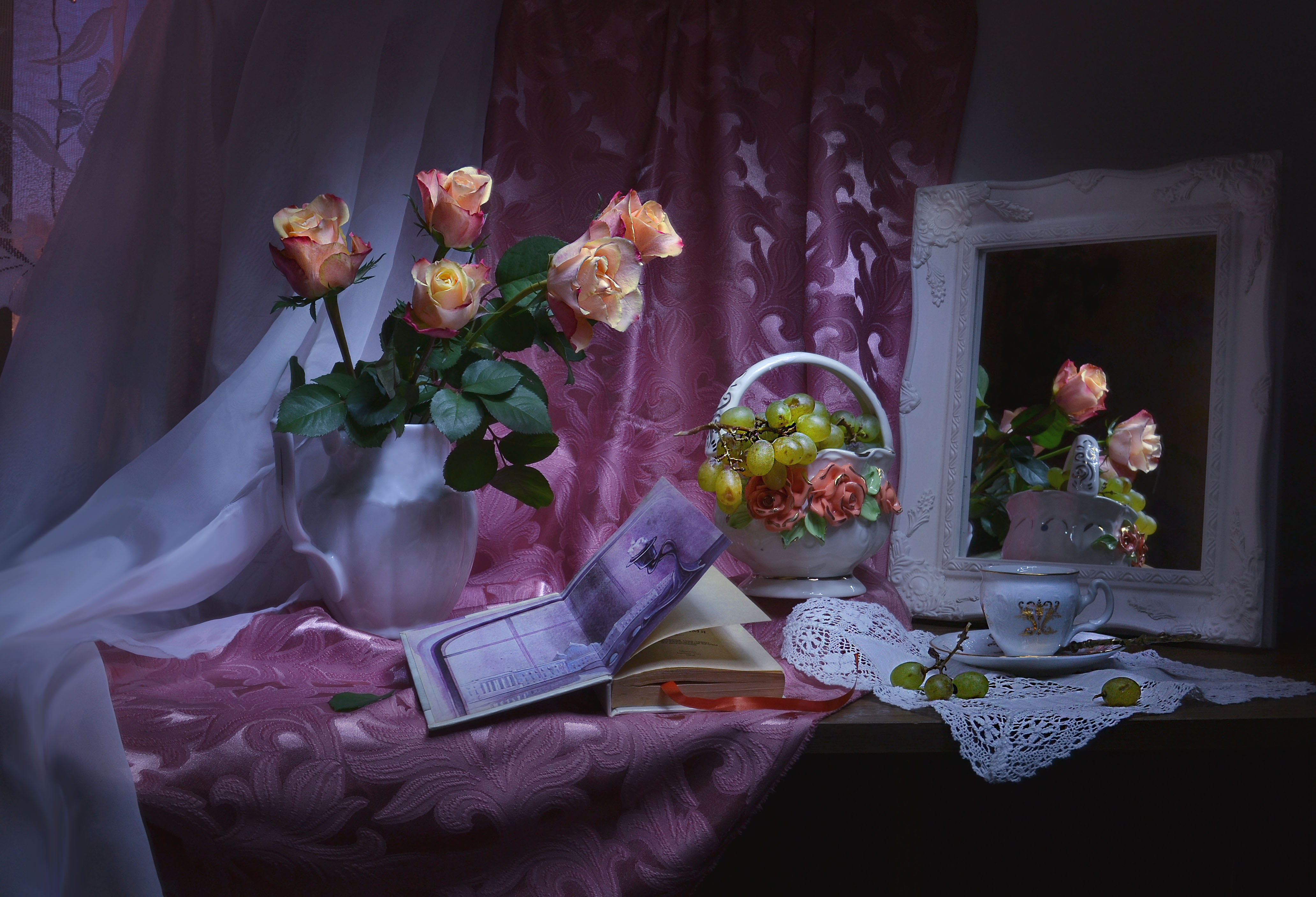 still life, натюрморт, весна, виноград, за полночь, зеркало, книга, март, отражение, розы, фарфор, фото натюрморт, цвет, Колова Валентина