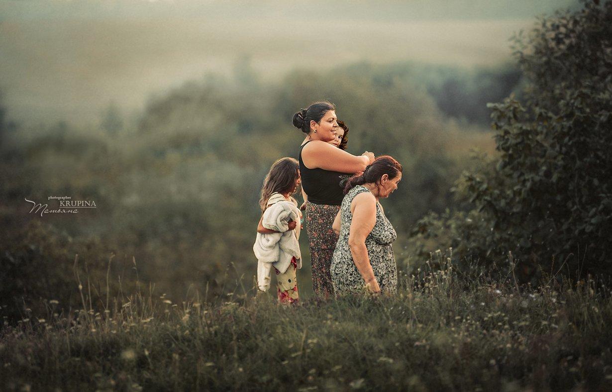семья, природа, цыгане,закат, дети, трава, Крупина Татьяна