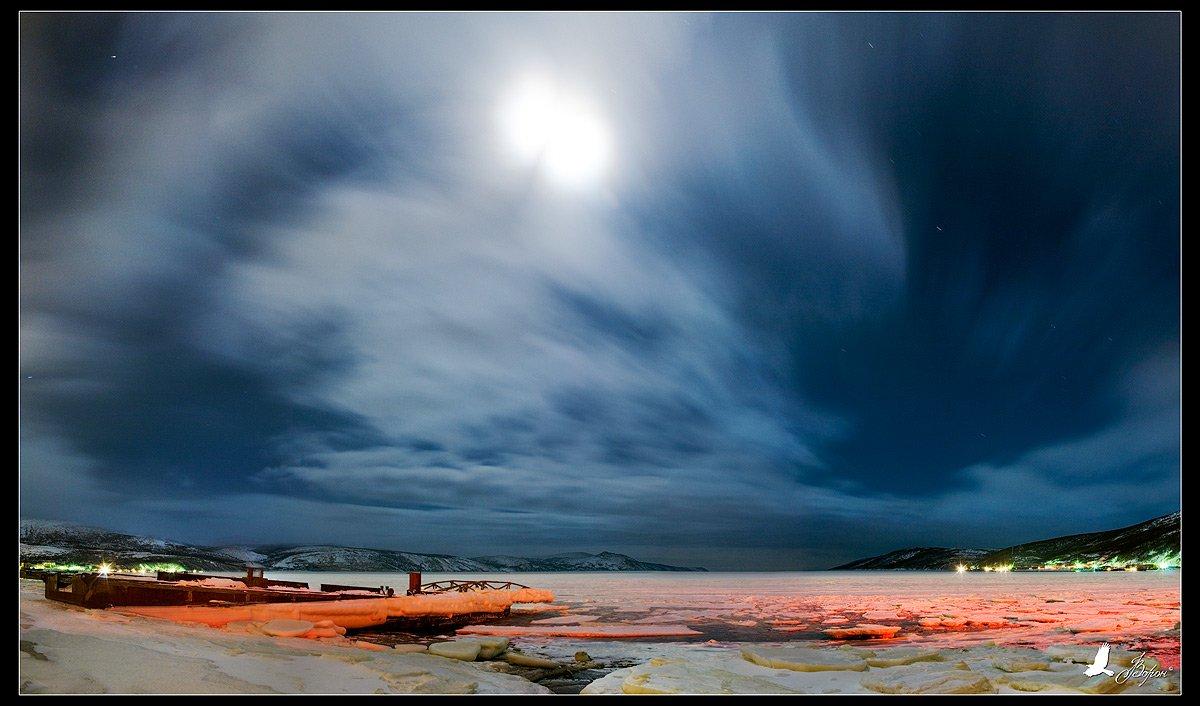 магадан, нагаево, нагаевская бухта, ночь, луна, небо, облака, охотское море, Ворон
