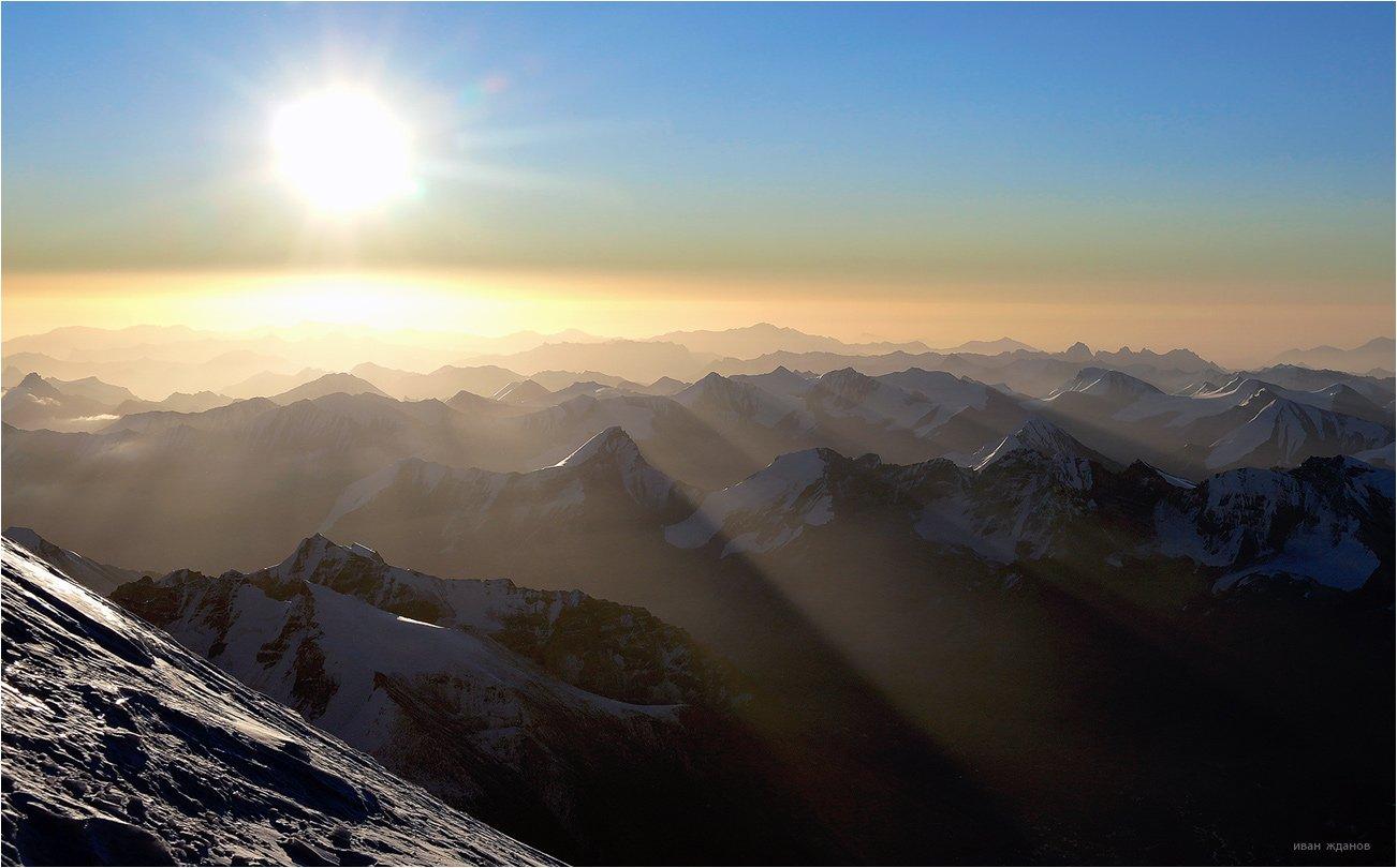 горы, памир, мустаг-ата, небо, солнце, туризм, альпинизм, Иван Жданов