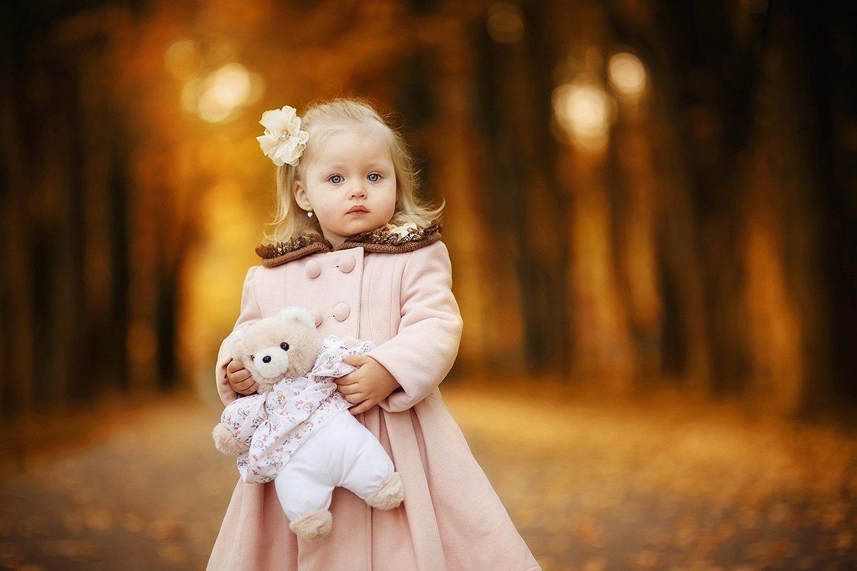 Аллея, Девочка, Дети, Игрушка, Коричневый, Мишка, Оранжевый, Осенняя прогулка, Осень, Пальто, Парк, Макеичева Анна