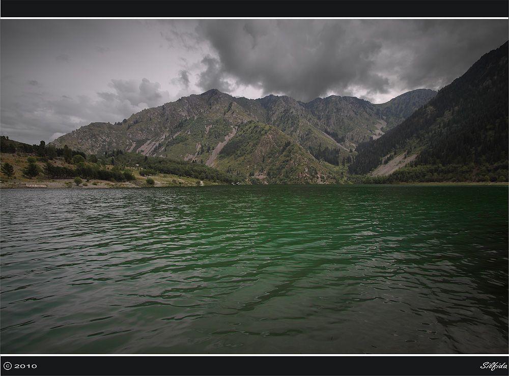 Воды озера Иссык.