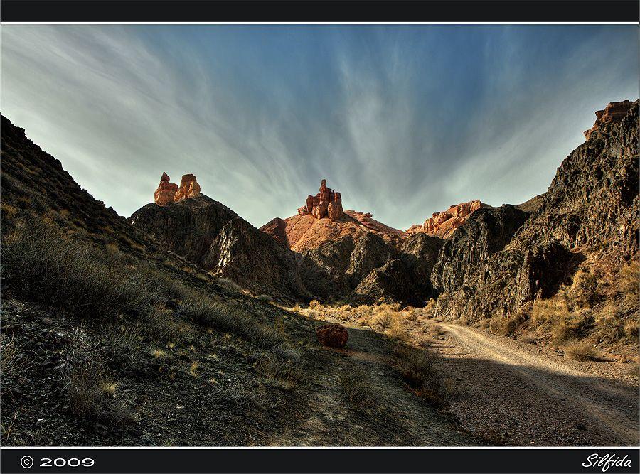 Наиболее интересным местом для туристов является так называемая Долина за́мков, длина которой составляет около 2 км, ширина — 20-80 м.
