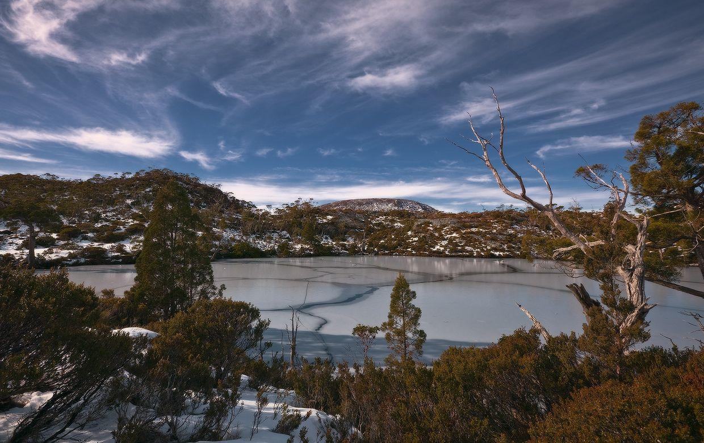 6. Территория Западной Тасмании представляет собой один из последних первозданных районов в умеренных широтах нашей планеты. Кристально чистые озера используют как устричные и лососевые фермы. Большая часть Тасмании площадью 10813 кв. км признана природным наследием.