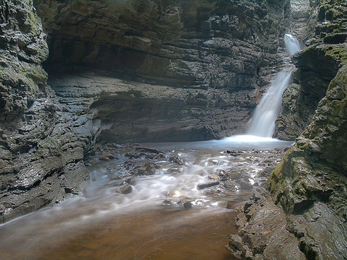 """вход в """"сказку"""" это первый водопад за ним еще три"""