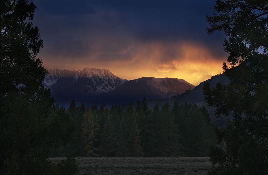 Закат у Северочуйского хребта