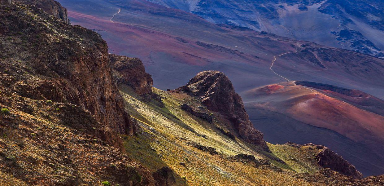 Что такое вулкан знают все – это каналы, по которым из недр Земли извергаются горячие газы и обломки горных пород (  бывают твердыми, и жидкими).