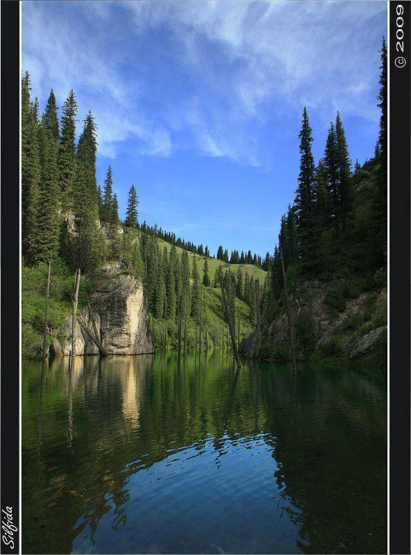 Озеро образовалось в результате землетрясения в 1910 году. В 1980-е годы  площадь озера уменьшилась после прохождения селевого паводка. В феврале 2007 был принят указ о создании национального парка на территорию которого входит и озеро Каинды.