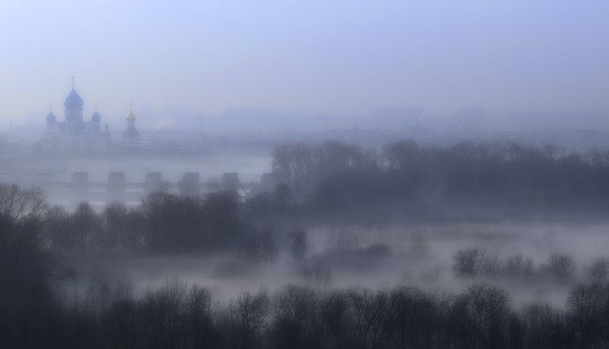В плену апрельского тумана.