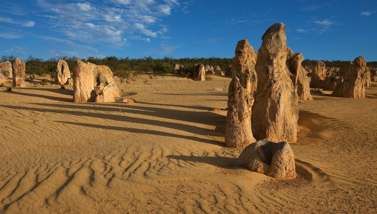8. Лучше всего побывать в Pinnacle Desert на рассвете или в конце дня, когда башенки отбрасывают красивые длинные тени.
