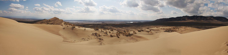 Юго-западный склон бархана,гладкий, тогда как противоположный на северо-востоке имеет несколько гребней с пологими скатами. Резко выраженный гребень бархана с несколько выдающимися вершинами позволяет любителям горных лыж совершить экзотический спуск по песчаному склону.