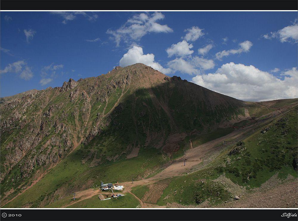 Участок лыжной трассы, который подготавливают для провидения Азиады 2011 года.